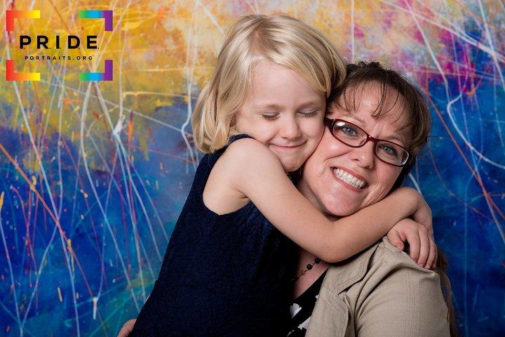 カイ・シャプリーとその母親の絆。自分の子供がトランスジェンダーであることを受け入れた母親の葛藤。